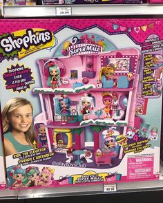 Join the Shoppies for a shopping spree at the Shopkins Shoppies Shopville Super Mall Playset The Playset has 3 levels of shopping fun for display… Shopkins Gifts, Shopkins World, Shopkins Season, Shopkins Super Mall, Shopkins Playsets, Toys For Girls, Kids Toys, Shopkins Happy Places, Craft Fair Displays