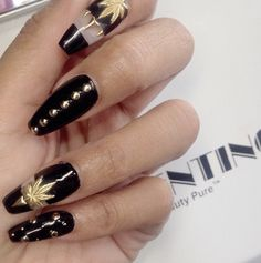 Black coffin nails with canabis leaf design