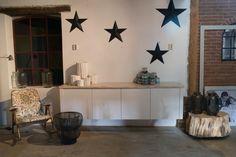 Zwevend dressoir met sloophouten bovenblad, op maat gemaakt.