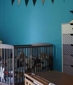 Chambres d 39 enfants en peinture sur pinterest chambre d for Chambre peinte en bleu