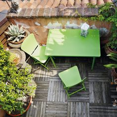 40 idee per arredare il balcone Balcony Chairs, Balcony Furniture, Small Outdoor Spaces, Small Patio, Living Room Trends, Living Room Designs, Table Camping, Chill, Garden Table