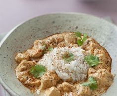 blanc de poulet, oignon, ail, cube de bouillon, lait de coco, tandoori, Huile d'olive