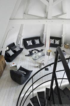 Radiant Old attic home decor,Attic apartment tips and Attic loft room. Attic Apartment, Attic Rooms, Attic Spaces, Attic Playroom, Attic Bathroom, Apartment Therapy, Apartment Living, Attic House, Attic Loft