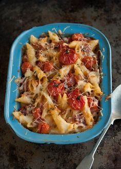 macaroni and cheese with roasted tomatoes and crispy bacon