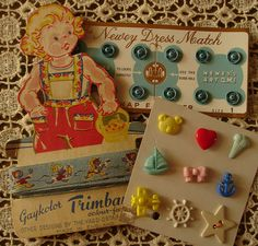 Vintage Sewing Buttons and Notions Vintage Sewing Notions, Vintage Sewing Machines, Vintage Sewing Patterns, Button Cards, Button Button, Sewing Baskets, Sewing Box, Sewing A Button, Vintage Buttons
