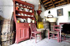 interior irish cottage - fabulous baskets, made to last Irish Cottage, Old Cottage, French Country Cottage, Cottage Style, Cottage Farmhouse, English Cottage Interiors, Vintage Interiors, Farmhouse Interior, English Cottages