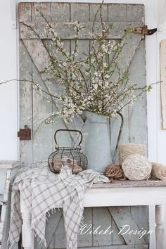 This Pin was  discovered by Stacy {Anastasia Vintage}. Discover (and save!) your own Pins on Pinterest. Shabby Chic Decor, Shabby Chic Interiors, Rustic Decor, Shabby Chic Style, Shabby Chic Homes, Hippie Home Decor, Diy Home Decor, White Flower Arrangements, Bedroom Decor