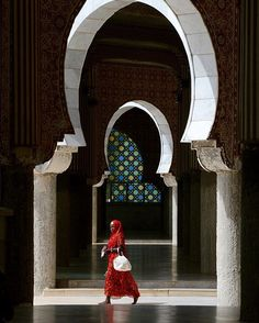 A woman walking the hallway of the great mosque of Touba. ©TransAfrica Togo [ Happy Eid-Mubarak to all our muslim brothers and sisters. Senegal Africa, West Africa, African Women, African Art, Baye Fall, Happy Eid Mubarak, Mosques, Sierra Leone, Architecture