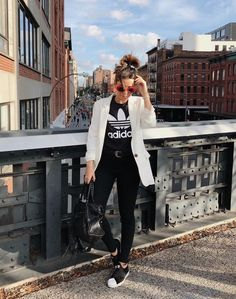 Best Sneakers Mujer Looks 45 Ideas Winter Outfit For Teen Girls, Winter Outfits For Work, Blazer Outfits, Casual Outfits, Fashion Outfits, Fashion Styles, Women's Fashion, Adidas Slip On Outfit, Adidas Superstar Slip On Outfit