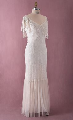Hey, I found this really awesome Etsy listing at https://www.etsy.com/listing/210581989/vintage-style-wedding-dress-lace-wedding