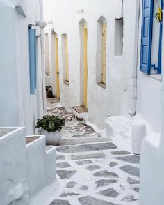o Wonderful alley in Serifos island (Σέριφος).