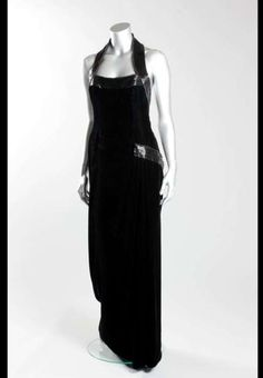La robe noire Catherine Walker portée par Diana lors d'un shooting pour Vanity Fair...