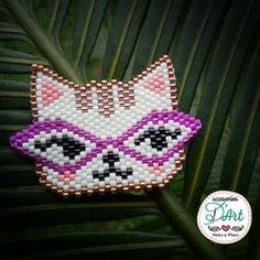 Para los que somos amantes de los gatos... D'Art se inspira con este diseño de Gatica Retro. Un diseño exclusivo para lucir como prendedor. #accesoriosdart #miyukibeads #miyukibeading #miyukiaddicts #ginnaandyessika #catmiyuki #cats #cat #ilovecat #catlover #handmade #hechoamano #hechoencolombia #accesorios #vivelamodadart #originalaccesoriosdart #catretro #minino