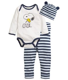 Shop kids clothing and baby clothes at H&M – We offer a wide selection of children's clothing at the best price. Snoopy Nursery, Baby Snoopy, Disney Baby Clothes, Cute Baby Clothes, Baby Boy Newborn, Baby Kids, Baby Boy Outfits, Kids Outfits, Baby Girl Wishes