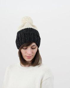 f92fec9e175 Easy two-tone hat pattern. Chunky pom-pom hat by