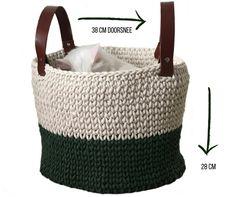 Chunky Twine mand met leren hengsels | Gratis haakpatronen | Huisje van Katoen Twine, Straw Bag, Knit Crochet, Art Deco, Knitting, Bags, Fiber, Style, Fashion