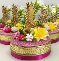 Check Creative Pineapple Decor Ideas for Weddings: Seen None Like These Anywhere but remember don't eat them. They are for decoration Hawaiian Birthday, Flamingo Birthday, Luau Birthday, Flamingo Party, Birthday Party Themes, Flamingo Cake, Havana Nights Party, Cute Pineapple, Simple Wedding Decorations