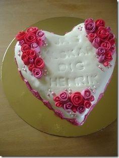 A pretty romantic cake!