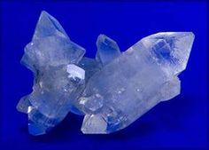 Kristálygyógyászat/Gyógyító kövek: Apofillit - Fényörvény.hu Fungi, Fossils, Minerals, Amethyst, Creatures, Rock, Crystals, Stone, Health