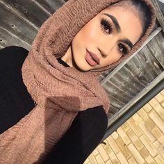 Gorgeous habibadasilva hijab in rukhsati lashes xe style Lola lips hudabeauty shophudabeauty liquid matte in Icon Cute Makeup, Gorgeous Makeup, Makeup Looks, Arab Girls, Muslim Girls, Hijabi Girl, Girl Hijab, Habiba Da Silva, Hijab Turban Style
