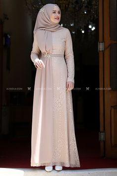 Batik Fashion, Abaya Fashion, Muslim Fashion, Fashion Dresses, Dress Muslim Modern, Kebaya Modern Dress, Simple Bridesmaid Dresses, Bridal Dresses, Hijab Dress Party