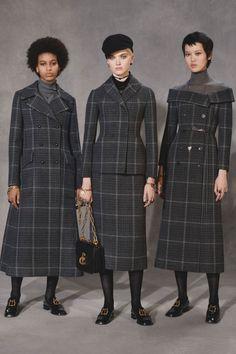 The complete Christian Dior Pre-Fall 2018 fashion show now on Vogue Runway. Autumn Fashion 2018, Fall Fashion Trends, Fashion Week, New Fashion, Runway Fashion, Womens Fashion, Fashion Tips, Dior Fashion, Unique Fashion