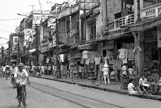 Sau khi bị thực dân Pháp đánh chiếm, Hà Nội có sự thay đổi: thành cổ bị phá, khu phố Tây được ...