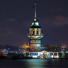夜晚的伊斯坦布爾仙女塔Kız kulesi宛如在海上艷麗的少婦。 ©Mehmet Köse