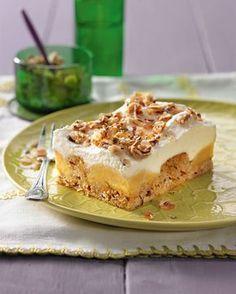 Ein saftiger Nusskuchen mit Äpfeln und einer Schmandsahne für Gäste Mug Recipes, Bakery Recipes, Apple Recipes, Sweet Recipes, Rhubarb Recipes, Baking And Pastry, Sweet Cakes, No Bake Desserts, Yummy Cakes