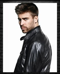 Gerard Pique is young, sensational, dynamic and one of the most popular footballers ever. Shakira, Gerad Pique, Spanish Soccer Players, Pique Barcelona, Fc Barcalona, Spanish Men, Evolution Of Fashion, Hommes Sexy, Hot Hunks