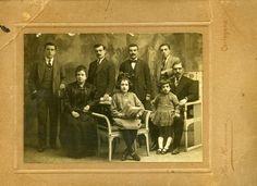 Miembros de una familia cartagenera en los años 20.