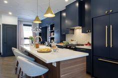 The Property Brothers Are Back for a Season and All-New Episodes Mid Century Modern House, 1920s Interior Design, Kitchen Remodel, Kitchen Decor, Property Brothers Kitchen, House Interior, Home Kitchens, Fixer Upper Kitchen, Kitchen Design