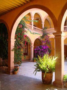 Mexican Hacienda Style Courtyard | san luis potosi