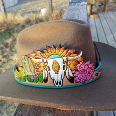 Handmade carved and painted leather hatband Leather Carving, Leather Art, Sewing Leather, Painting Leather, Leather Pattern, Tooled Leather, Leather Belts, Leather Design, Leather Tooling