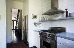 i love a small piece of art in the kitchen. Elizabeth Roberts: Clinton Hill Brownstone