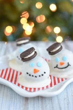 Melting Snowmen Oreo Truffles - easy 3 ingredient Oreo cookie balls made into cute melting snowmen treats for kids. Merry Christmas, Christmas Sweets, Christmas Goodies, Christmas Time, Xmas, Christmas Stuff, Christmas Ideas, Christmas Crafts, Winter Treats