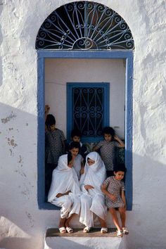 When beauty mixed with shyness. Tunisia Africa, North Africa, Morocco, Scenery, Culture, Doorway, Beautiful, Couple Photos, Building Design