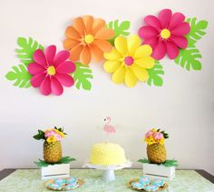 Discover recipes, home ideas, style inspiration and other ideas to try. Paper Flowers Craft, Large Paper Flowers, Flower Crafts, Paper Crafts, School Decorations, Birthday Party Decorations, Birthday Parties, Diy And Crafts, Crafts For Kids