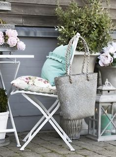 Beautiful, peaceful colors for a porch Outdoor Spaces, Outdoor Living, Outdoor Decor, Old Chairs, Romantic Homes, Butterfly Chair, Cottage Living, Garden Inspiration, Garden Ideas