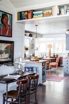 Location: Vashon, Washington - The client stumbled upon this house after years of searching for a vacation home on Vashon Island. Home Interior, Interior And Exterior, Interior Design, Estilo Country, Sweet Home, Decoration Inspiration, Home Fashion, My Dream Home, House Tours