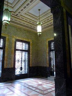 The Bacardi Building, Havana, Cuba | De entree was prachtig versierd met marmer en glas in lood