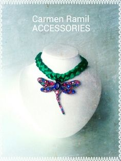 Collar de Carmen Ramil con libélula de cristal