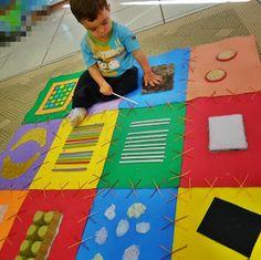 Na educação infantil é muito importante o trabalho com os sentidos  das crianças. O contato com texturas, cores, formas e materiais diver...