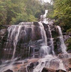1. Fall Creek Falls, Jones Gap State Park a Mountain Bridge Wilderness Zachovať Tento 100-plus noha vodopád leží hlboko v srdci Južnej Karolíny 40.000 akrov Mountain most púšť zachovať na konci náročnom 1,5 mil kopca výlet. Zisk výška je ťažké, ale oplatí. Keď sa dostanete na vrchol, a to nielen budete odmenení s zblízka stretnutie pôsobivým vodným prvkom, budete tiež byť spracovaná tak, aby radikálne názory voči Greenville Paríža Mountain a okolité Piemontu.
