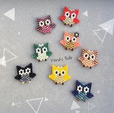 invasion of small colorful owls 🦉🌈 Seed Bead Patterns, Beaded Jewelry Patterns, Peyote Patterns, Beading Patterns, Color Patterns, Seed Bead Crafts, Seed Bead Jewelry, Bead Jewellery, Miyuki Beads