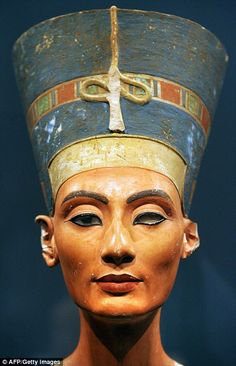 Queen Nefertiti! Statues used as interior design to display the beauty of Queen Nefertiti.