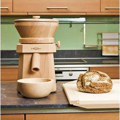 Že vlastnoručně upečený chléb chutná nejlépe, to víme všichni..a co teprve, když je vyrobený z čerstvě namleté mouky z těch nejlepších zrn! Elektrické mlýnky Waldner během krátké chvilky pomelou obilí na mouku požadované hrubosti a zároveň v ní zanechají minerální látky a vlákninu. Pro ještě chutnější a zdravější pečivo. V60 Coffee, Coffee Maker, Kitchen Appliances, Technology, Coffee Maker Machine, Diy Kitchen Appliances, Coffee Percolator, Home Appliances, Coffee Making Machine
