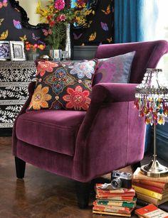 canape violet, prune couleur pour bien decorer le salon