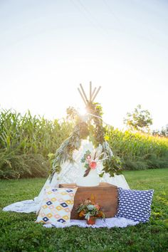 Southwest Bohemian wedding inspiration | Photo by Magnolia Studios | Read more -  http://www.100layercake.com/blog/wp-content/uploads/2015/03/Southwest-Bohemian-wedding-inspiration