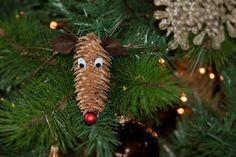Weihnachtsdeko zum Selbermachen: Rentier aus Tannenzapfen